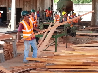 SUB: Workers process wood at the sawmill of Laborantes del Bosque. Photo by: D. Stoian